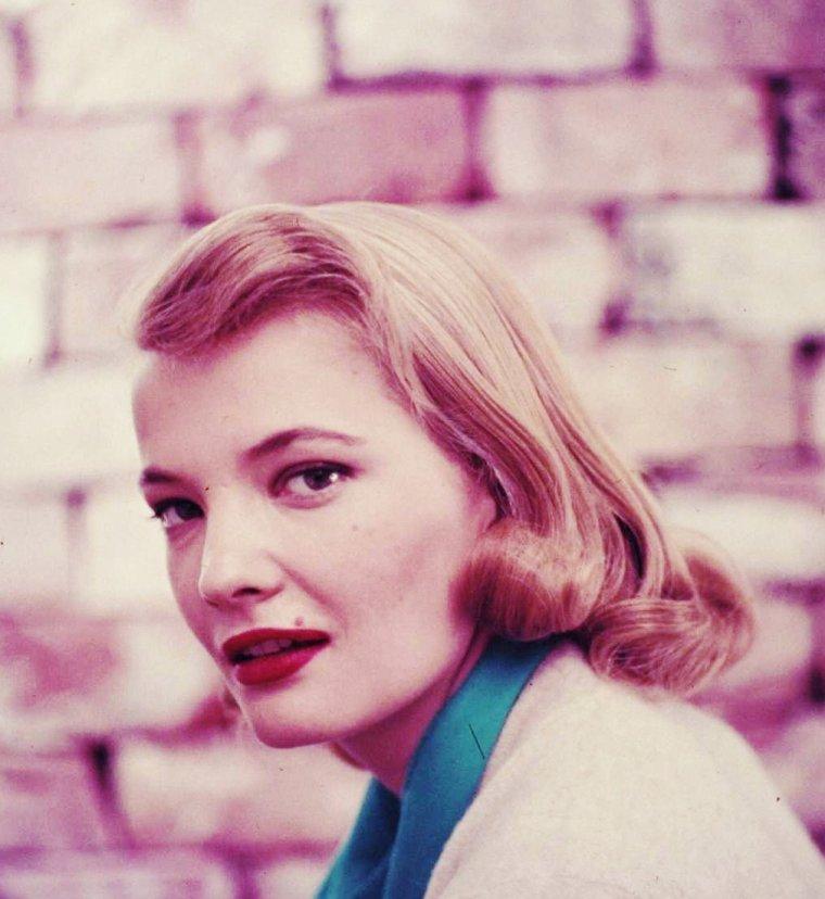 Gena ROWLANDS, de son vrai nom Virginia Cathryn ROWLANDS, est une actrice américaine née le 19 juin 1930 à Cambria, Wisconsin (États-Unis).