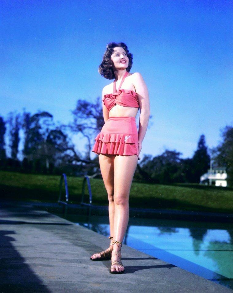 """Martha VICKERS (1925 - 1971) est une actrice de cinéma révélée en 1946 dans le film """"Le Grand Sommeil"""" de Howard HAWKS où elle interprétait Carmen STERNWOOD, la jeune s½ur nymphomane de Lauren BACALL."""