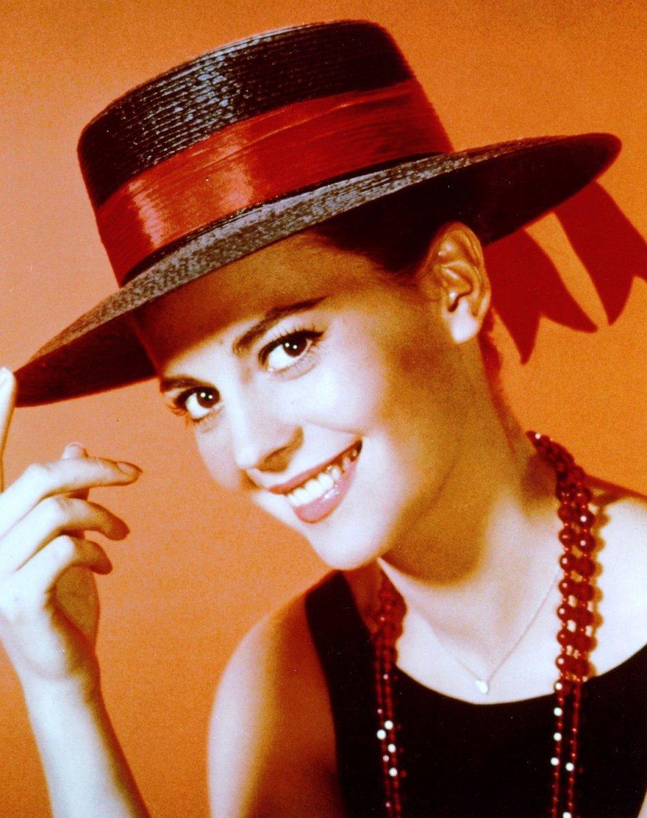 Huit STARS portant un chapeau / de haut en bas / Jayne MANSFIELD / Ava GARDNER / Audrey HEPBURN / Gene TIERNEY / Anita EKBERG / Marilyn MONROE / Natalie WOOD / Sophia LOREN