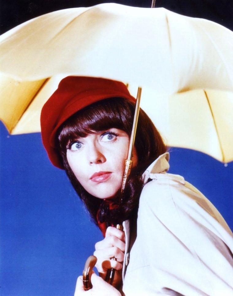 Barbara FELDON née le 12 Mars 1933 est une actrice américaine.