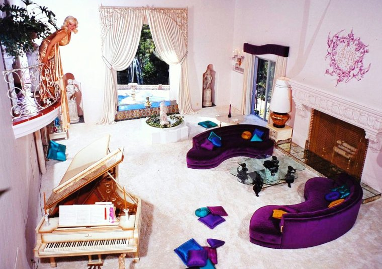 Jayne MANSFIELD at home with her family by allan GRANT.