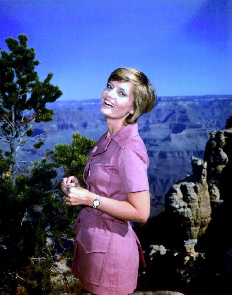 Florence HENDERSON est une actrice américaine née le 14 février 1934 à Dale, Indiana (États-Unis).