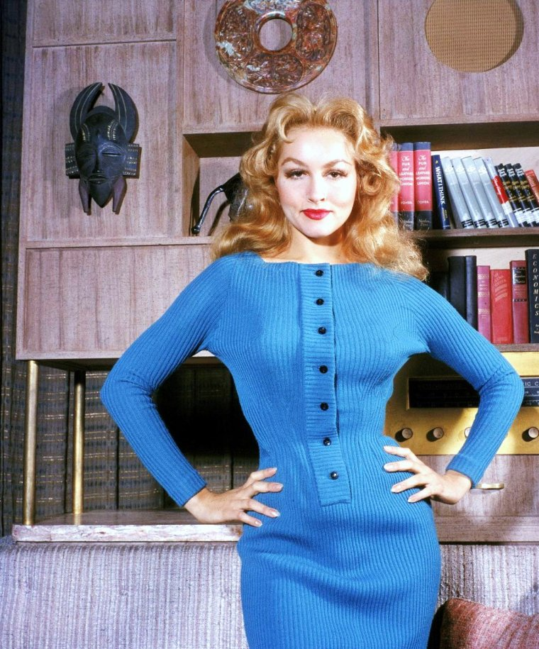 Julie NEWMAR pictures (part 2).