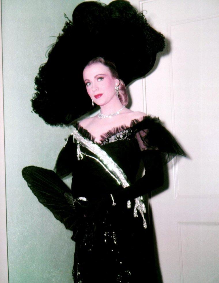 Anne JEFFREYS née le 26 Janvier 1923 est une actrice et chanteuse américaine.
