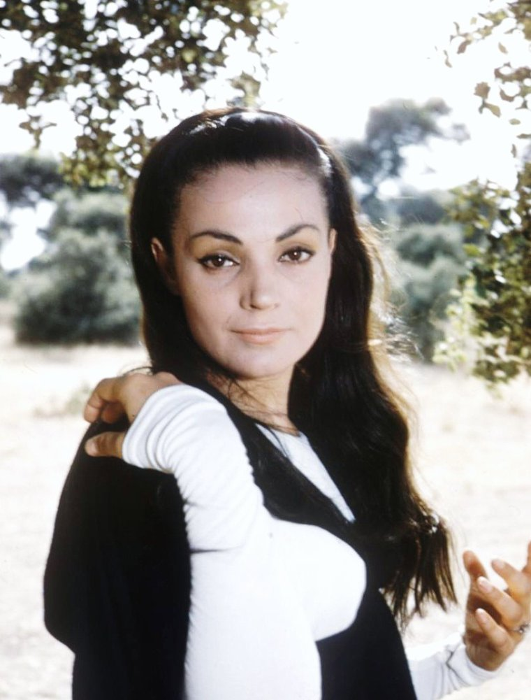 Carmen SEVILLA (Carmen García GALISTEO dite Carmen), née le 16 octobre 1930 à Séville, Andalousie, est une actrice, chanteuse, et danseuse.