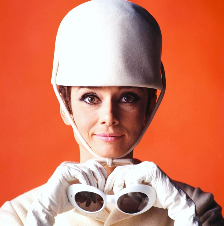 "LA MODE GIVENCHY 1966 portée par Audrey HEPBURN dans le film ""Comment voler un million de dollars"" de William WYLER avec Peter O'TOOLE entre autres..."