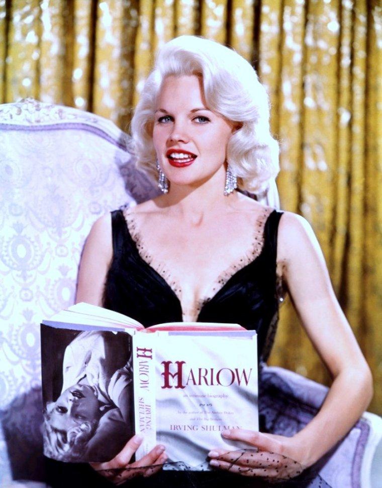 """Carroll BAKER est Jean HARLOW dans le film """"Harlow"""" de Gordon M DOUGLAS en 1965."""