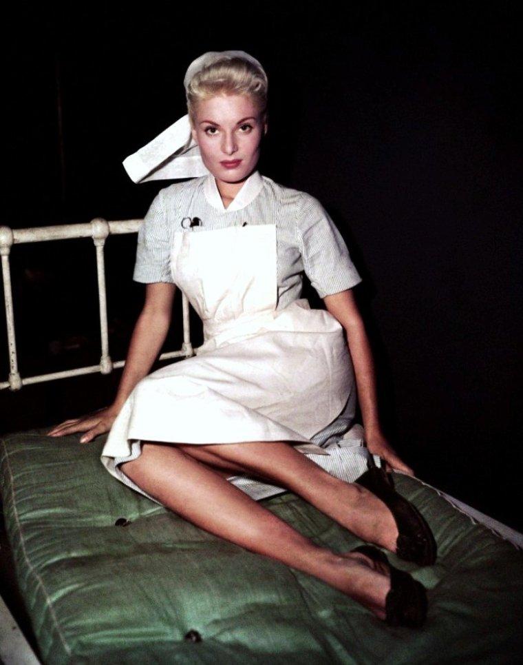 Belinda LEE (née le 15 juin 1935 à Budleigh Salterton, dans le Devon et morte le 12 mars 1961) est une actrice anglaise.
