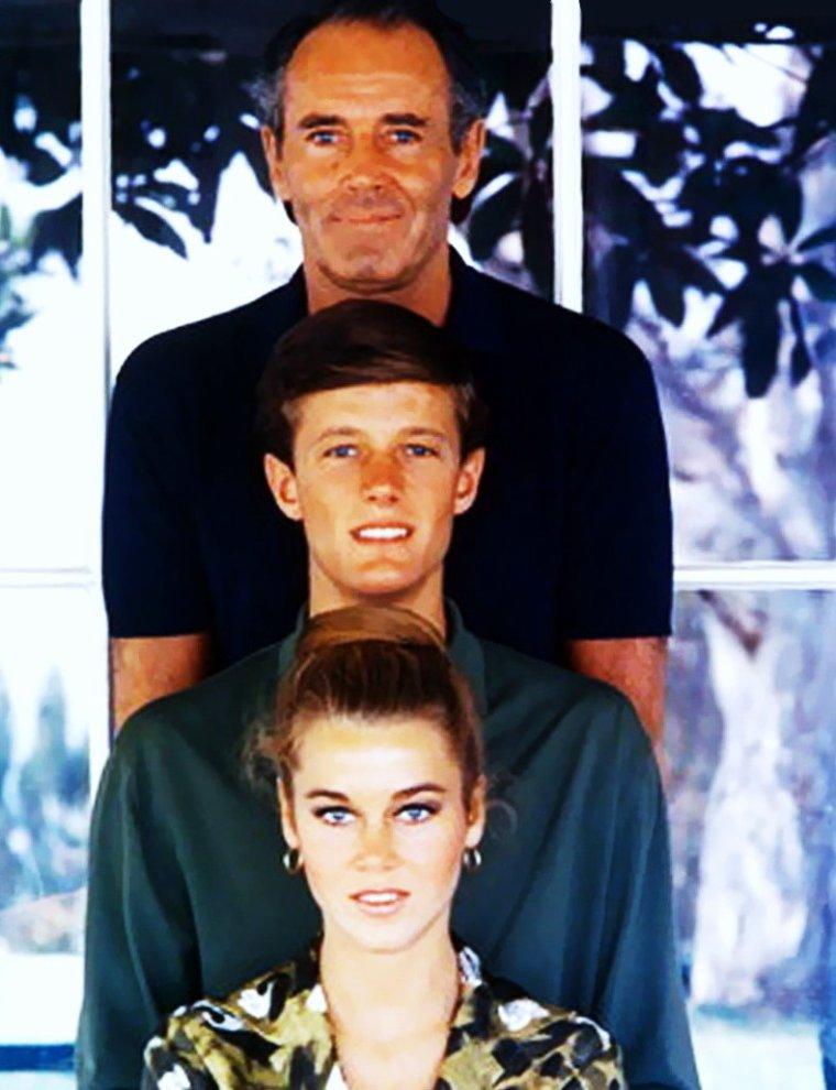 Jane FONDA en famille, avec son frère Peter et son père Henry FONDA