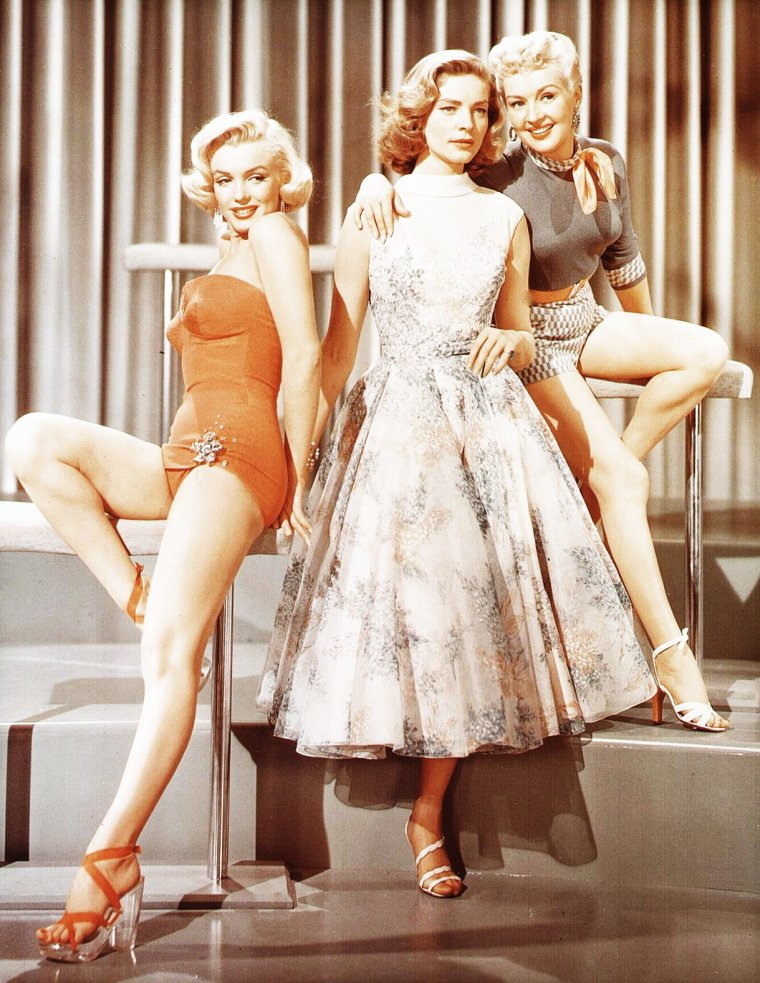 "TRIO DE CHARME (Marilyn MONROE, Betty GRABLE et Lauren BACALL) dans le film ""How to marry a millionaire en 1953."