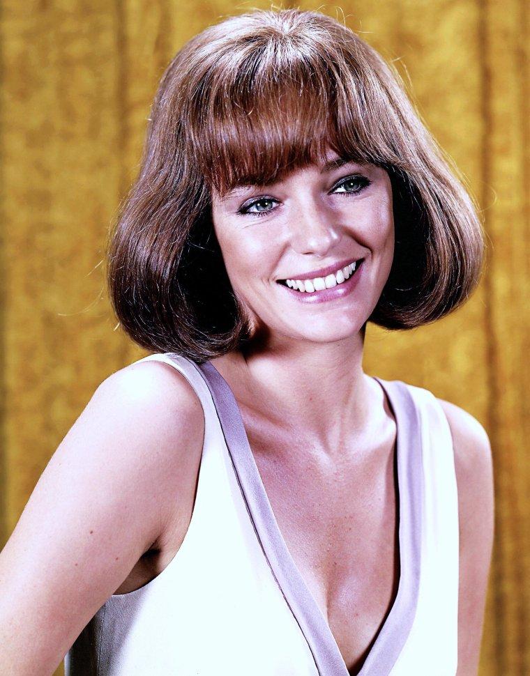 Jacqueline BISSET est une actrice anglaise, née le 13 septembre 1944 à Weybridge dans le Surrey en Angleterre, de Max FRASER BISSET et Arlette ALEXANDER.