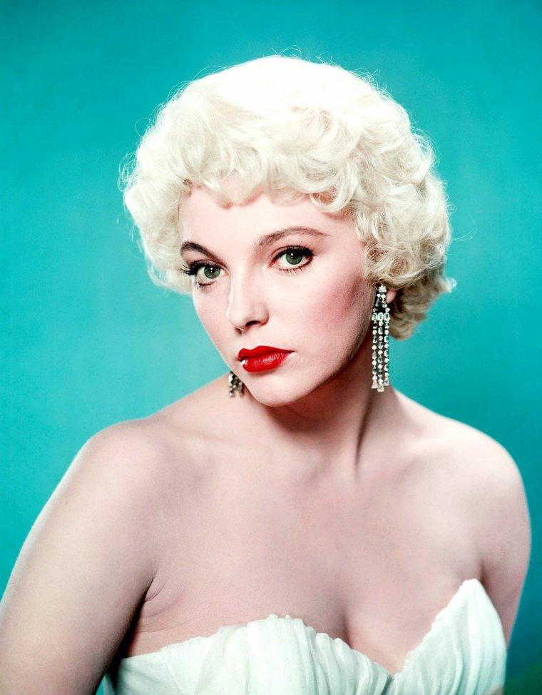 "Quand Joan COLLINS ""s'essaye"" en blonde..."