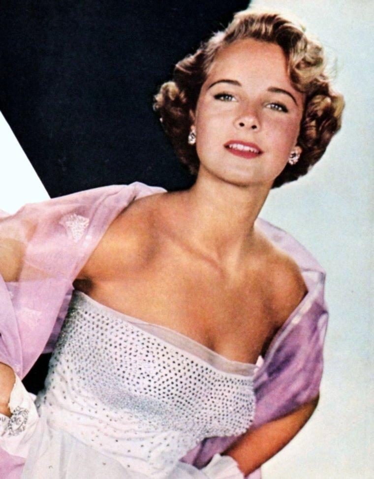 Mona FREEMAN est une actrice américaine, de son nom complet Monica Elizabeth FREEMAN, née à Baltimore (Maryland, États-Unis) le 9 juin 1926.