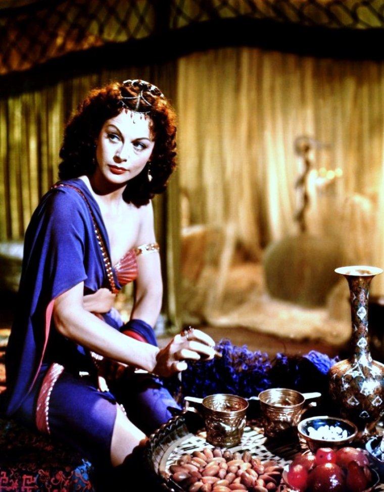 """La belle Hedy LAMARR est Dalila dans le film """"Samson et Dalila"""" en 1949."""