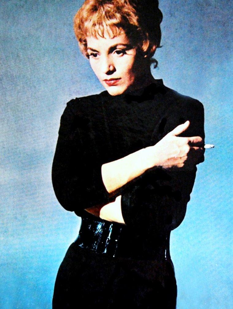 Judy HOLLIDAY est une actrice et chanteuse américaine, née le 21 juin 1921 et décédée le 7 juin 1965 à New York.