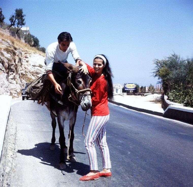 Les vacances de Claudia (CARDINALE) et Alain (DELON) vers 1963.