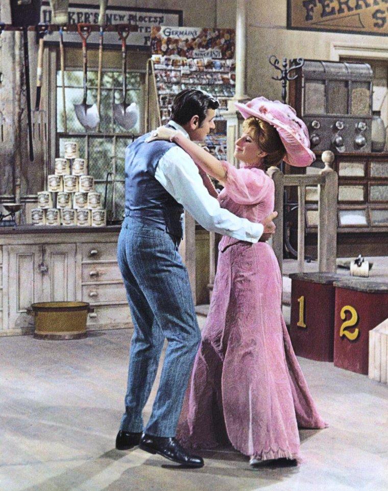 """1969 / Barbra STREISAND est Dolly LEVI dans """"Hello, Dolly !"""", film musical américain réalisé par Gene KELLY / C'est une adaptation de la comédie musicale homonyme de Michaël STEWART et Jerry HERMAN créée en 1964, elle-même inspirée de la pièce de Thornton WILDER, """"The Matchmaker""""."""