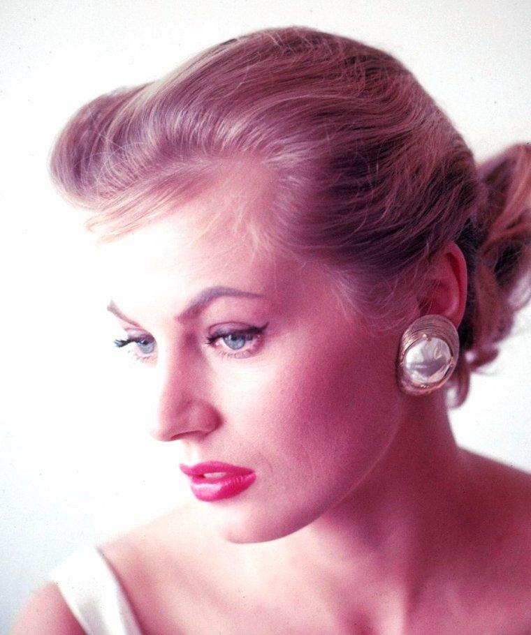 1955 / La belle Anita EKBERG sous l'objectif d'Allan GRANT