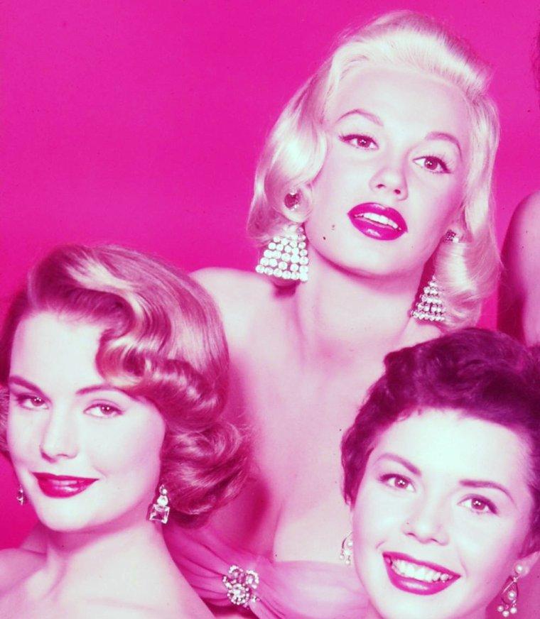 1954 / Les nouvelles starlettes d'Universal Studios (de gauche à droite) Myrna HANSEN / Mamie Van DOREN / Allison HAYES / Colleen MILLER