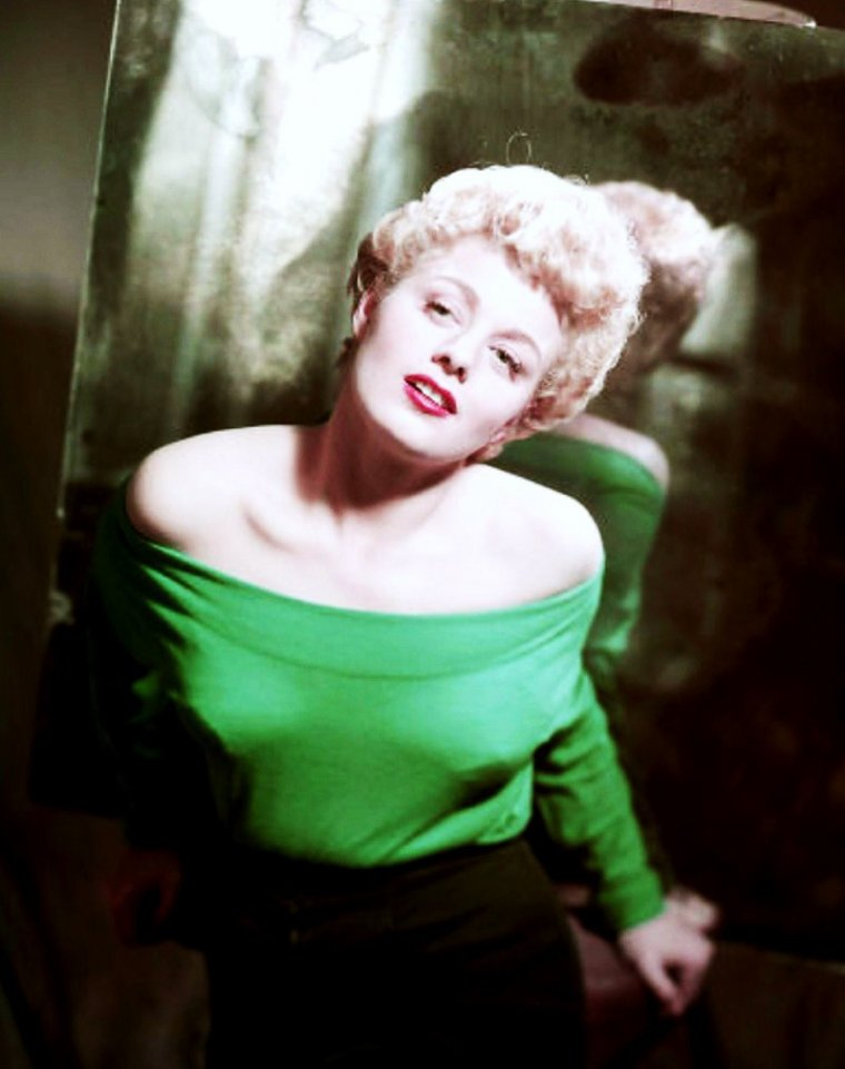 Portrait... Shelley WINTERS
