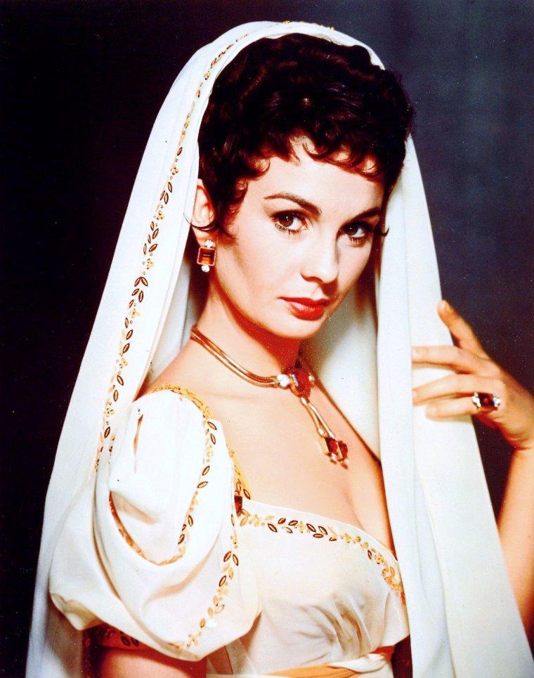 """1954 / Jean SIMMONS incarne Désirée CLARY dans le film """"Desiree"""" aux côtés de Marlon BRANDO et Michaël RENNIE."""
