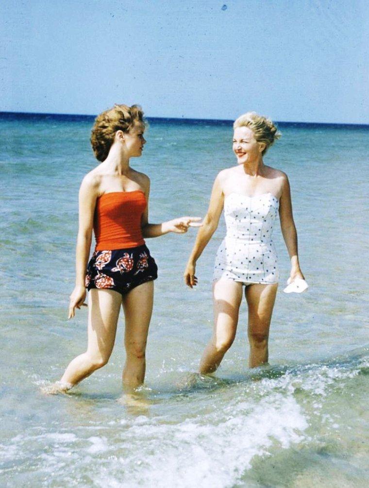 Le temps de la baignade avec cet été de canicule... (de haut en bas) Bettie PAGE / Romy SCHNEIDER / Claudine AUGER / Lee REMICK / Marilyn MONROE / Sophia LOREN / Joan COLLINS / Sylva KOSCINA