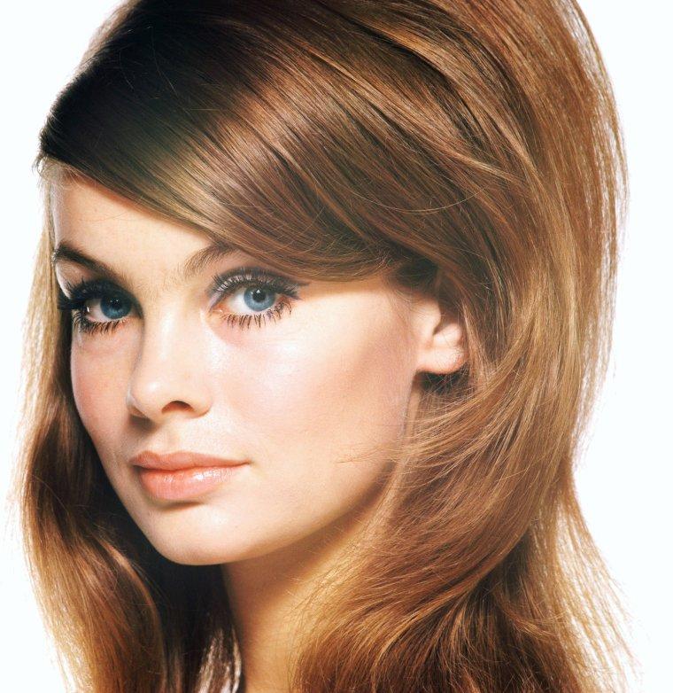 Jean Rosemary SHRIMPTON est une actrice et modèle Anglais née le 7 Novembre 1942