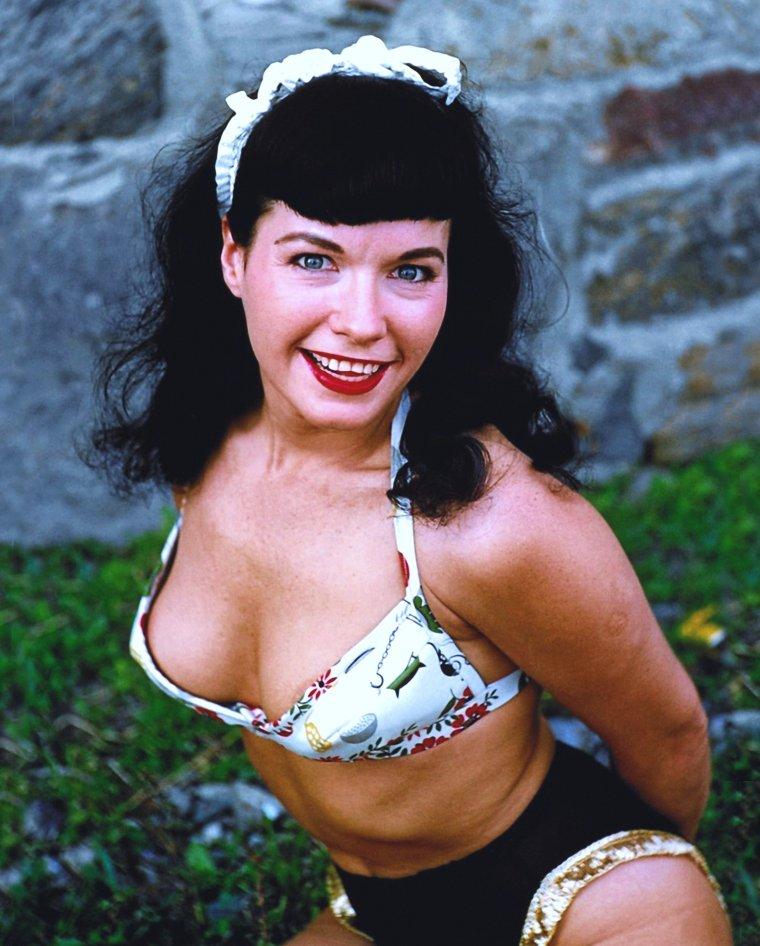 Prolongeons les vacances avec la pin-up Bettie PAGE...