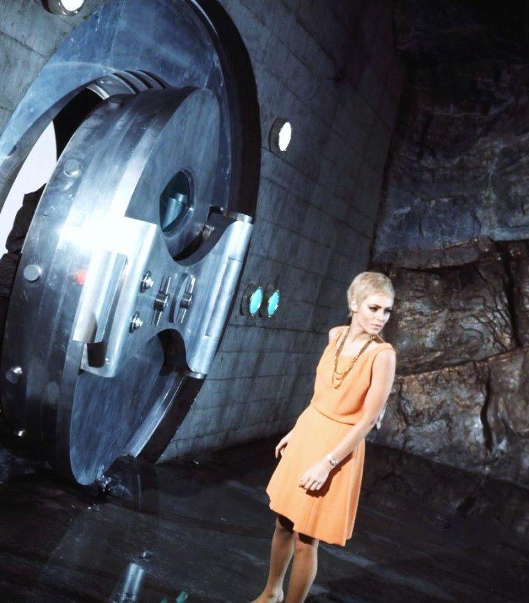 """Joanna PETTET est une actrice britannique née le 16 novembre 1942 à Londres au Royaume-Uni. (photos 1966-67, notamment extraites du film """"Casino Royale"""")."""
