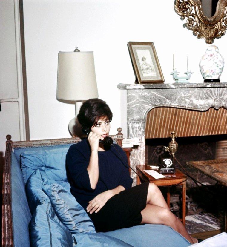 Stars at home (de haut en bas) Jane RUSSELL / Joan CRAWFORD / Gina LOLLOBRIGIDA / Jayne MANSFIELD / Joan COLLINS / Deborah KERR / Brigitte BARDOT (La Madrague) / Sophia LOREN