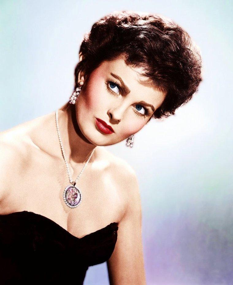 Ursula THIESS est une actrice Allemande née à Hambourg (15 Mai 1924 - 19 Juin 2010) ; elle est la femme de Robert TAYLOR de 1954 à 1969 avec qui elle a eu 2 enfants... (photos Dmitri KESSEL).