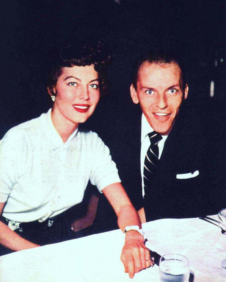 Nouvelles photos de STARS en couple dans la vie... (de haut en bas) Audrey HEPBURN and Mel FERRER / Jean SIMMONS and Stewart GRANGER / Dale EVANS and Roy ROGERS / Nancy DAVIS and Ronald REAGAN / Debbie REYNOLDS and Eddie FISHER / Kathryn GRAYSON and Johnny JOHNSTON / Ava GARDNER and Frank SINATRA / June HAVER and Fred MacMURRAY