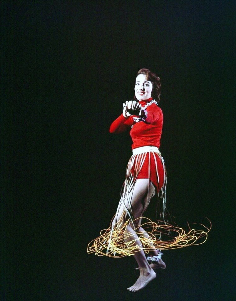 1954 / INSOLITE / Photoshoot de Julie ADAMS by Loomis DEAN