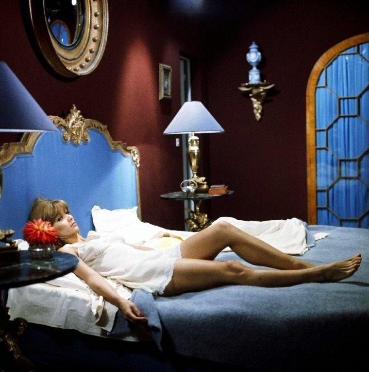"""Stéphane AUDRAN, de son vrai nom Colette Suzanne Jeannine DACHEVILLE, est une actrice française, née le 8 novembre 1932 à Versailles. (Photos extraites notamment des films """"La femme infidèle"""" (1969) et """"Les biches"""" (1968) aux côtés de Jacqueline SASSARD)."""