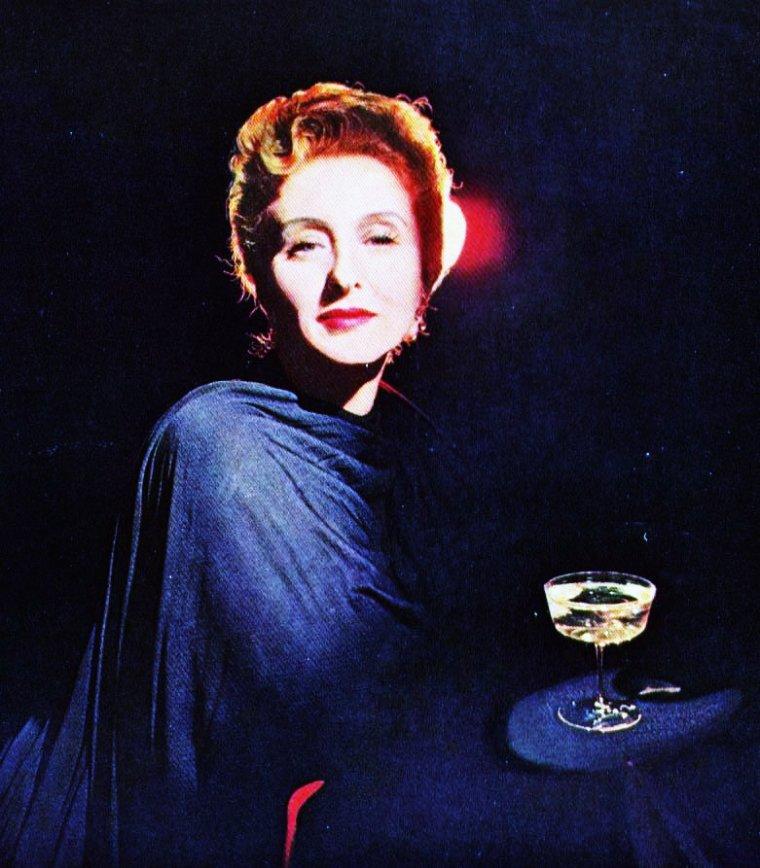 Celeste HOLM (née à New York le 29 avril 1917, et morte le 15 juillet 2012 à New York) est une actrice américaine . Elle est aussi la mère d'un pionnier de l'informatique, Ted NELSON, inventeur de l'hypertexte.