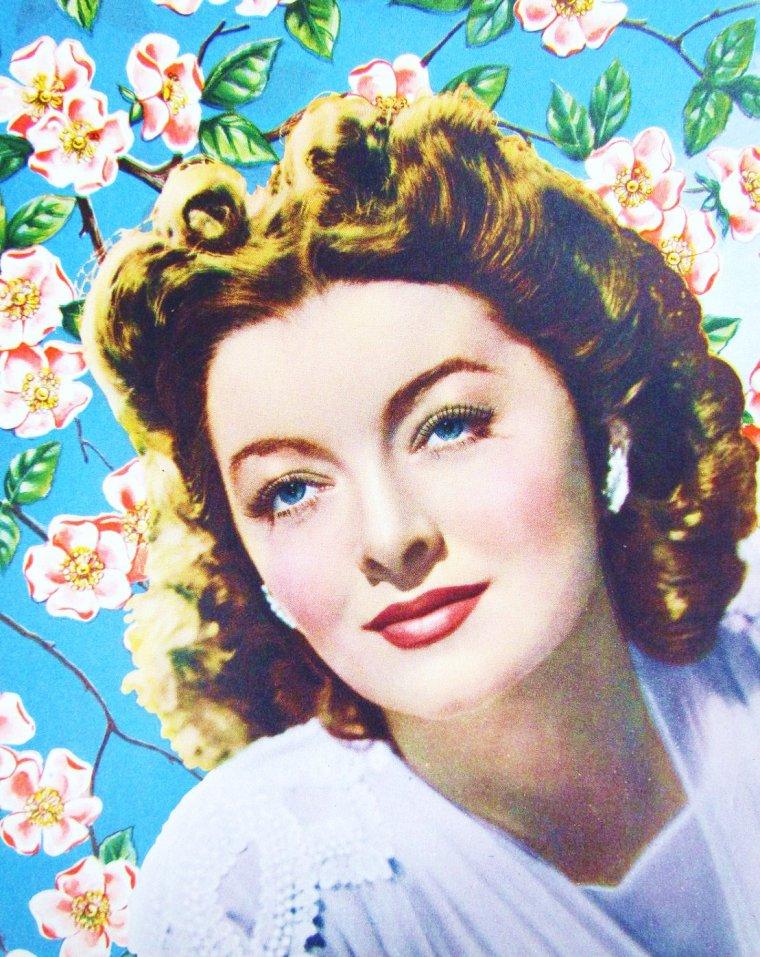 """Myrna LOY / Les années 50 et fin de carrière / Sa carrière cinématographique se fit plus rare, espacée par son engagement politique et par des prestations théâtrales et télévisuelles. À noter un quatrième mariage en 1951 avec un membre de l'UNESCO, Howland H. SERGEANT, qui aboutit à un nouveau divorce en 1959. Parmi ses quelques films, deux comédies : """"Treize à la douzaine"""" avec Clifton WEBB et """"Six filles cherchent un mari"""", puis un drame """"C½urs brisés"""" (Lonelyhearts) avec Montgomery CLIFT. """"Just Tell Me What You Want"""" réalisé en 1980 par Sidney LUMET fut son dernier film. En 1987, elle publia son autobiographie """"Myrna LOY, Being and Becoming"""" avant de recevoir en 1991, un Oscar d'honneur pour l'ensemble de sa carrière. Le 14 décembre 1993, elle meurt pendant une opération de chirurgie. Elle fut incinérée et ses cendres reposent au cimetière Forestvale, à Helena, Montana..."""