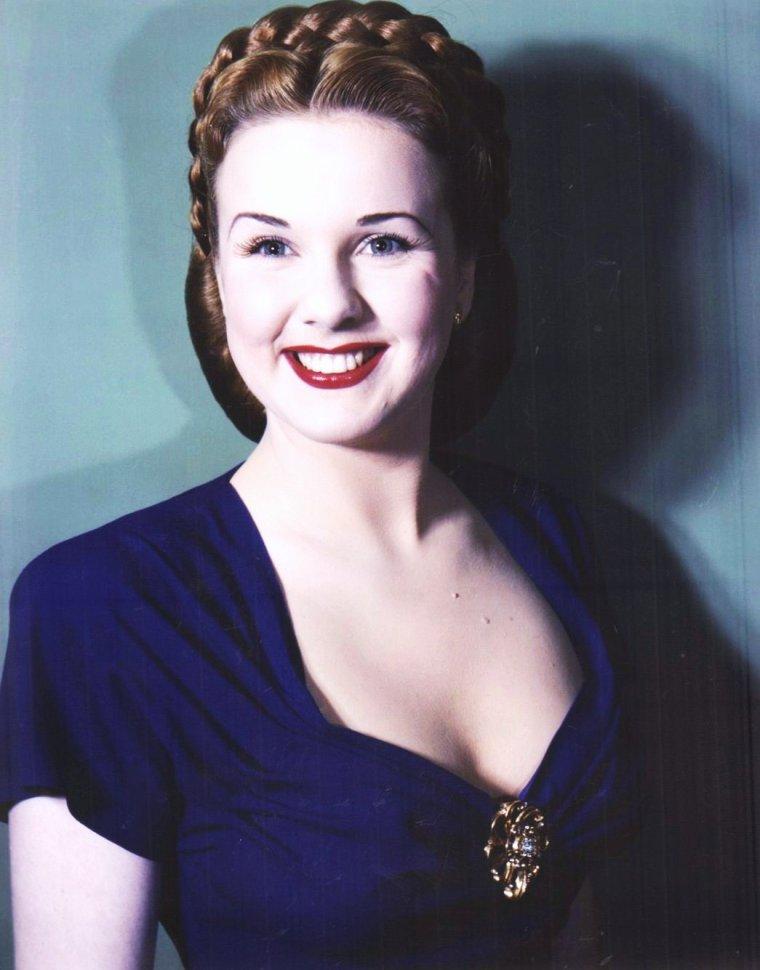 Portrait... Deanna DURBIN
