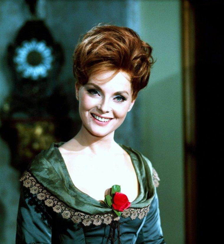 """Virna LISI / Après avoir passé le casting de 'Barbarella' (1968) de Roger VADIM, Virna LISI déclinera l'offre et retournera en Italie. Ce sera finalement Jane FONDA qui reprendra le rôle de l'astronaute dans ce film de science-fiction très kitsch. (article dans ce blog sur """"Barbarella"""")."""