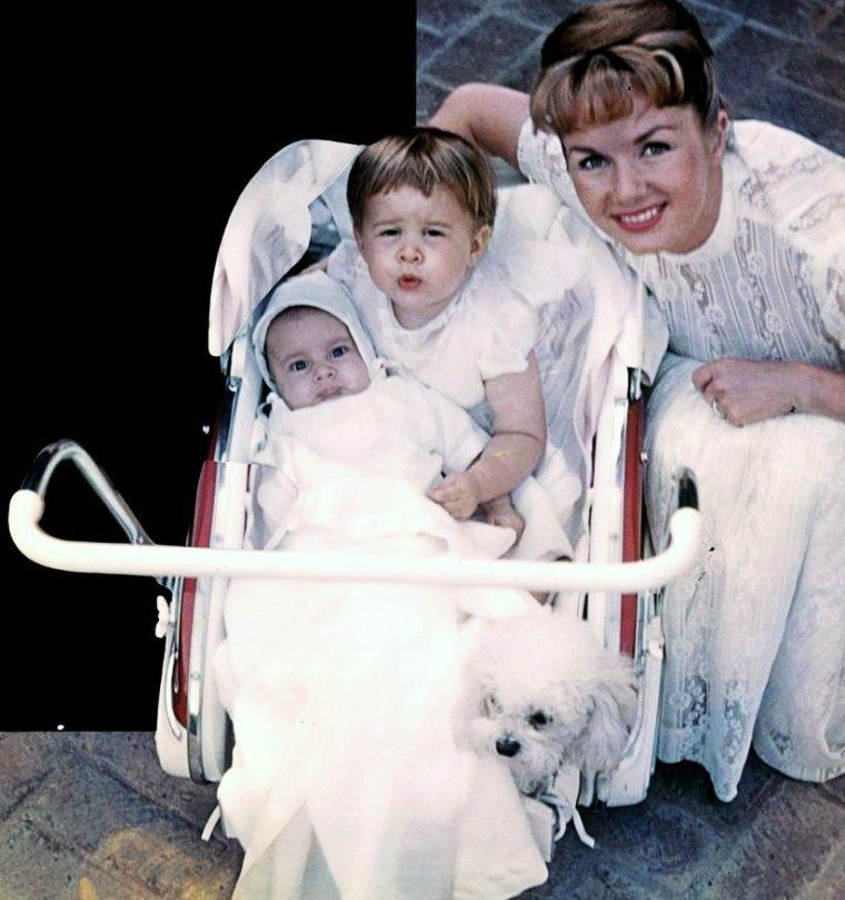 """Et toujours la rubrique """"nos mamans STARS"""" (8 nouvelles photos) (de haut en bas) Betty GRABLE / Debbie REYNOLDS / Sophia LOREN / Ingrid BERGMAN / Elizabeth TAYLOR / Brigitte BARDOT / Gina LOLLOBRIGIDA / Grace KELLY"""