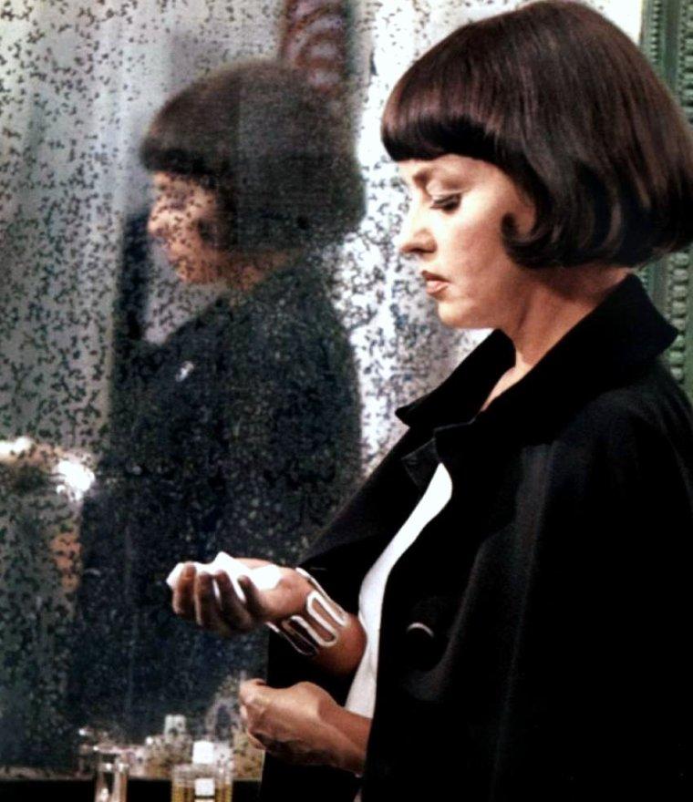 Quelques grandes DAMES du cinéma Français... (de haut en bas) Jeanne MOREAU / Danielle DARRIEUX / Brigitte BARDOT / Michèle MERCIER / Madeleine RENAUD / Michèle MORGAN / Martine CAROL / Edwige FEUILLERE