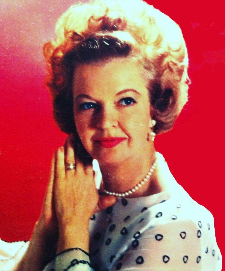 Elles ont bien vieilli !... STARS de légende dans les années 30-40-50, photographiées dans les années 60 / de haut en bas / Ingrid BERGMAN / Deborah KERR / Lucille BALL / Dale EVANS / Vivien LEIGH / Barbara STANWYCK / Ginger ROGERS / Janet LEIGH