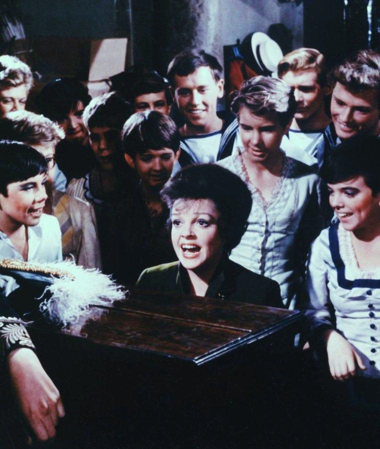 Quand nos STARS se mettent à chanter... (de haut en bas) Jean SIMMONS / Connie FRANCIS / Marilyn MONROE / Judy GARLAND / Marlène DIETRICH / Julie ANDREWS / Barbra STREISAND / Peggy LEE