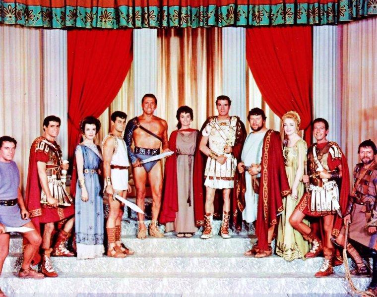 "PEPLUM culte : ""Spartacus"" (1960) réunissant une pleiade d'acteurs... Jean SIMMONS joue aux côtés de Joanna BARNES, Nina FOCH, Laurence OLIVIER, Tony CURTIS, Kirk DOUGLAS, Peter USTINOV, Charles LAUGHTON, John IRELAND, Woody STRODE ou encore John GAVIN."
