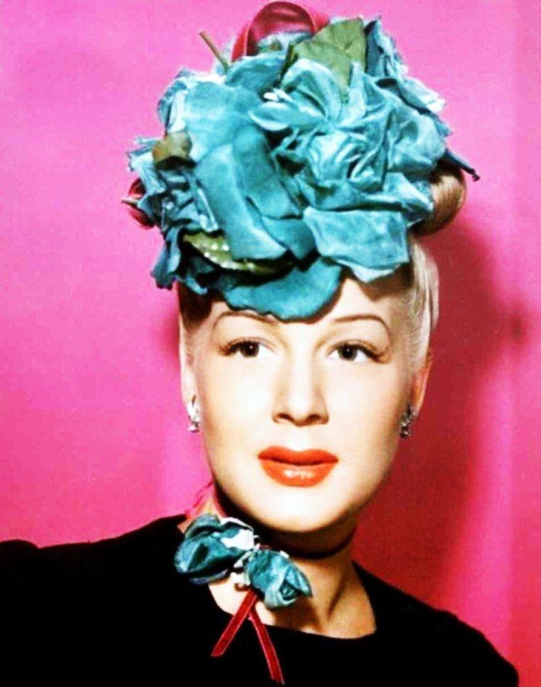 """Et toujours la rubrique """"Les belles au chapeau""""... (de haut en bas) Ava GARDNER / Barbara STANWYCK / Brigitte BARDOT / Betty GRABLE / Deborah KERR / Betty HUTTON / Audrey HEPBURN / Barbra STREISAND"""