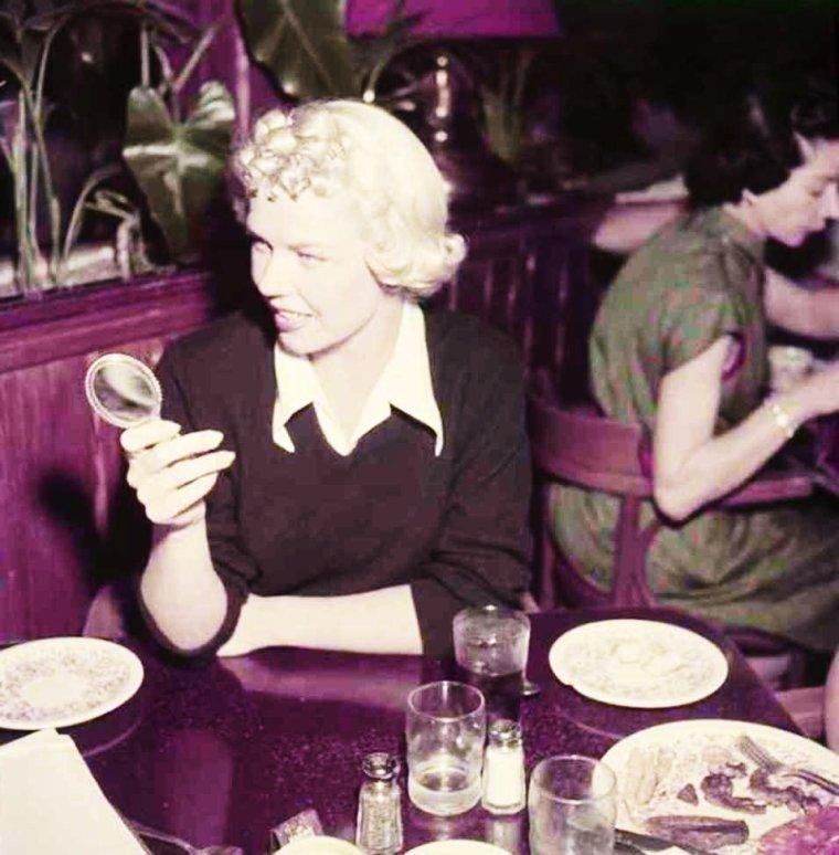 Bon appétit !... (de haut en bas) Ava GARDNER / Ann MARGRET / Doris DAY / Janet LEIGH, Grace KELLY, Ann BLYTH et Elizabeth TAYLOR / Lana TURNER et Marisa PAVAN / Vivian VANCE / Zsa Zsa GABOR / Lucille BALL