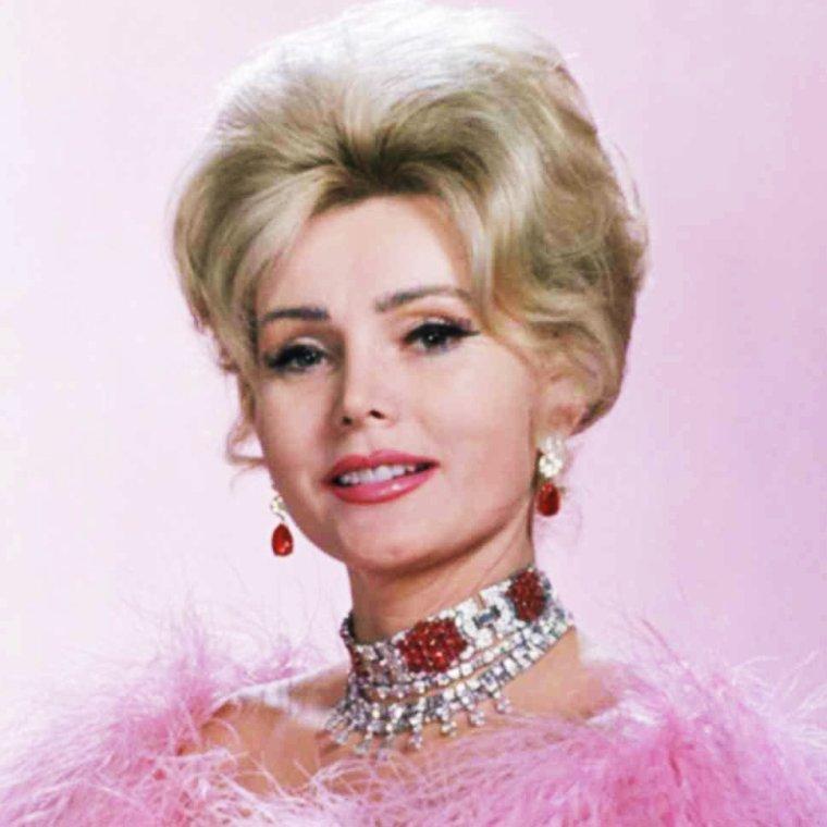 """CITATIONS / « Il n'y a pas que l'argent dans la vie, il y a aussi les fourrures et les bijoux. » de Elizabeth TAYLOR / « Une maison sans femme est aussi vide qu'un écrin à bijoux. » de Charlie CHAPLIN /  Extrait du """"Ma Vie"""" (de haut en bas) Maureen O'HARA / Elizabeth TAYLOR / Ava GARDNER / Romy SCHNEIDER / Merle OBERON / Sophia LOREN / Olivia De HAVILLAND / Zsa Zsa GABOR"""