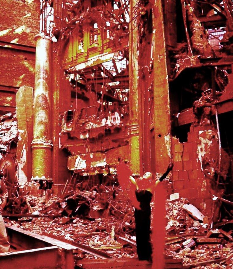 21 Décembre 2012... On nous annonce la fin du monde... Gloria SWANSON by Elliott ELISOFON