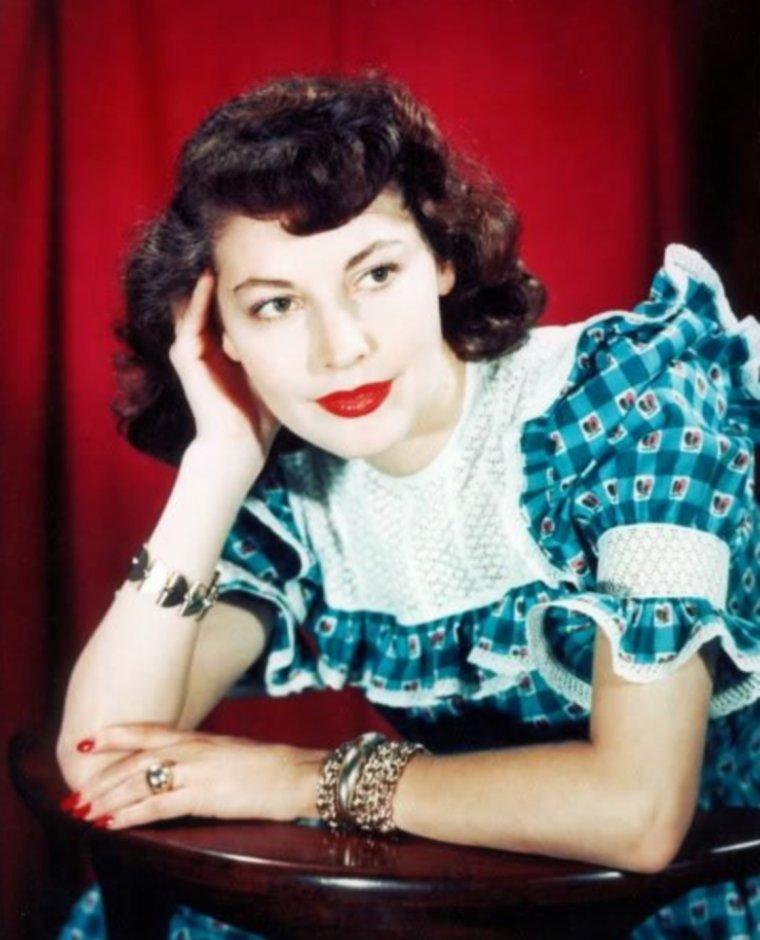 Portrait... Ava GARDNER 40's