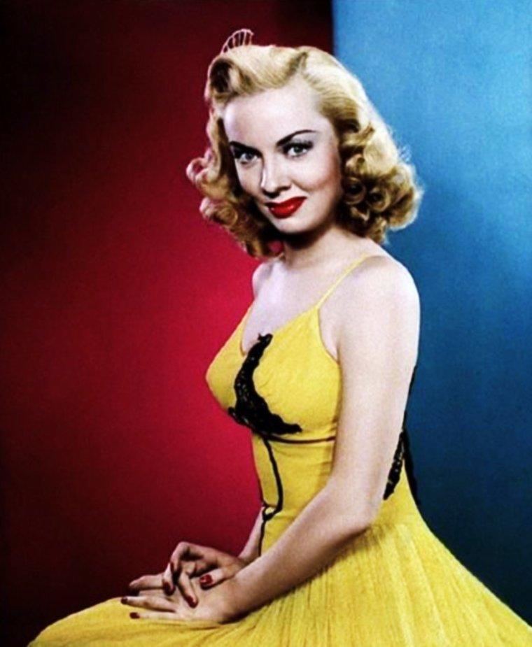 Audrey TOTTER est une actrice américaine née à Joliet, Illinois le 20 décembre 1918.