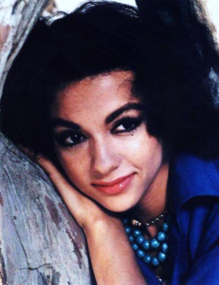 Rita MORENO, beauté Portoricaine...